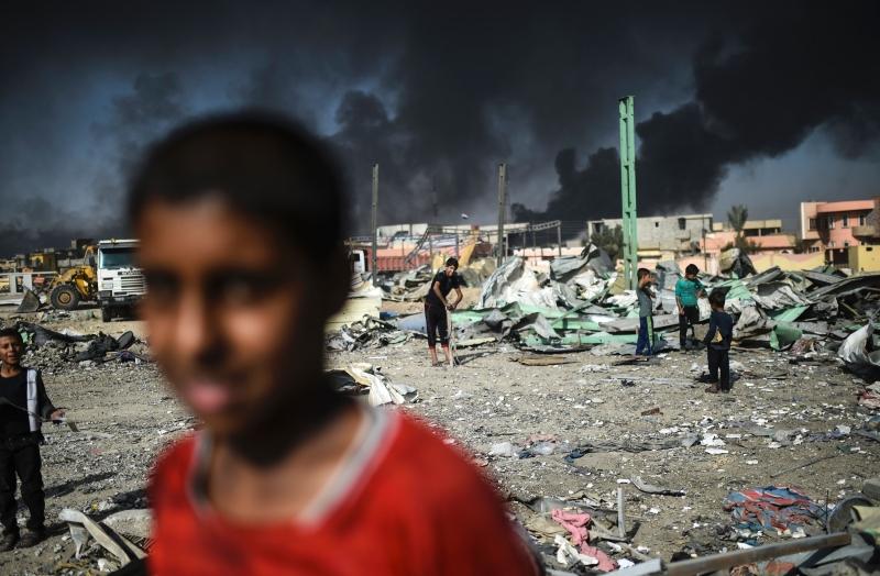 لم يعد «كسر الحدود» حكراً على «داعش»، فالجميع يرى في سوريا والعراق ميداناً واحداً (أ ف ب)
