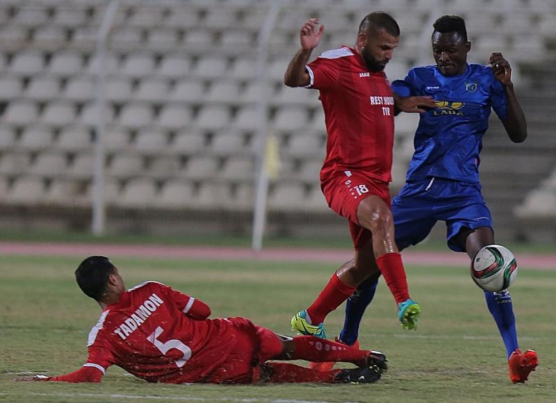 «ألغى» بلال حاجو (18) لاعب الصفاء دومينيك برقابته اللصيقة (هيثم الموسوي)