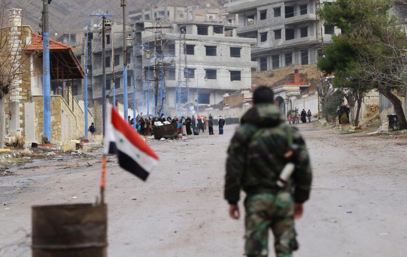 قبل إدخال مساعدات إضافية إلى مضايا أمس