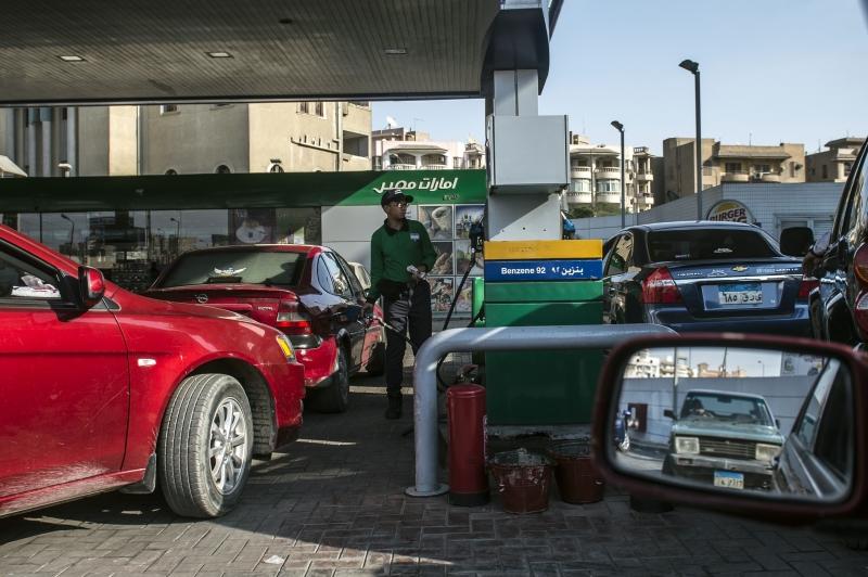 رفعت السلطات المصرية من أسعار المحروقات والمواد البترولية أمس (أ ف ب)