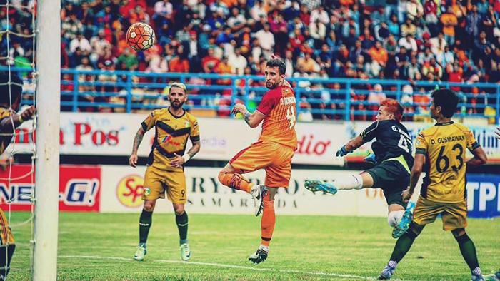 استدعي جاد نور الدين الى المنتخب بعد تألقه مع فريقه الاندونيسي (إنترنت)