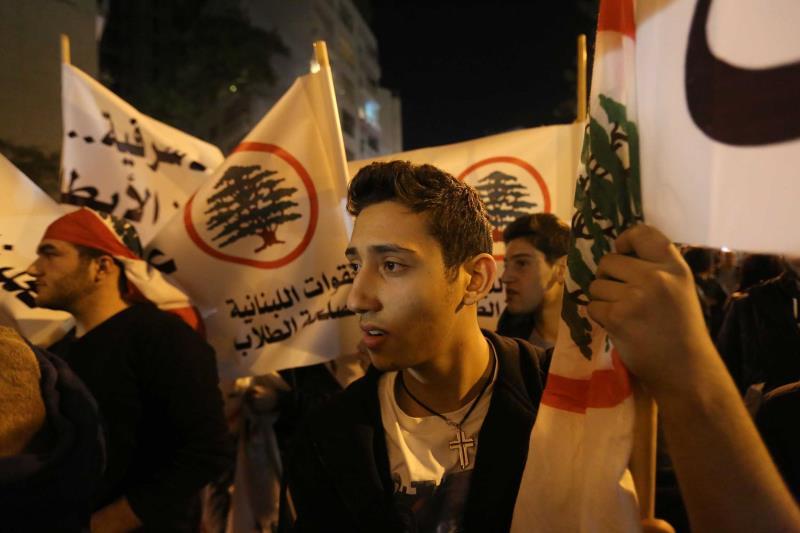 العشرات من مناصري 14 آذار تجمّعوا في ساحة ساسين أمس للاحتجاج على إطلاق سماحة