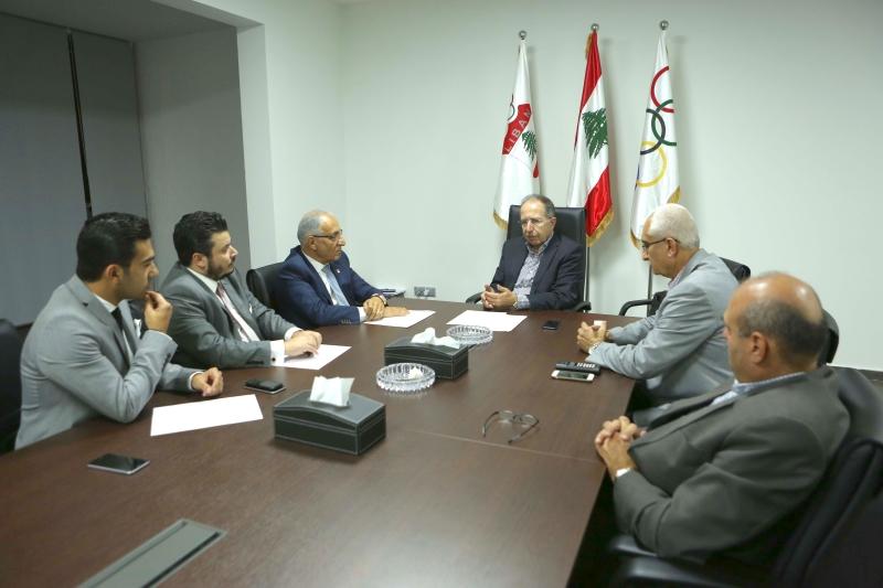 وفد الجمعية خلال الاجتماع مع أعضاء اللجنة الأولمبية اللبنانية