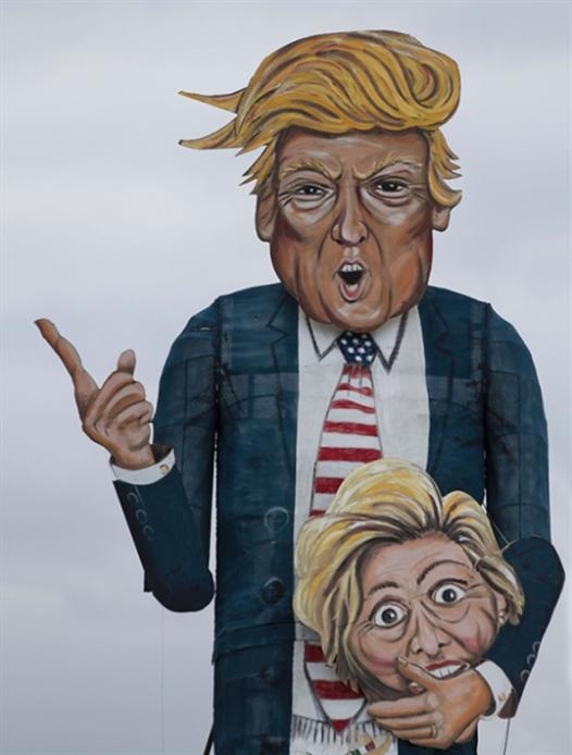 لا يبدو مجدياً الرعب الذي يصنعه الإعلام الغربي و«المنظومات السياسية» إزاء احتمال انتصار ظاهرة دونالد ترامب (أ ف ب)