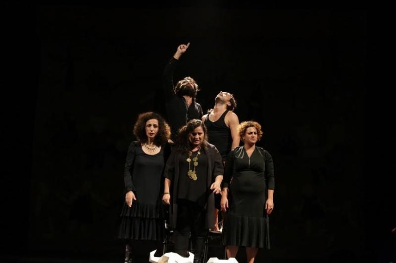 أعضاء «زقاق» في مشهد من «هو الذي رأى» (2015)