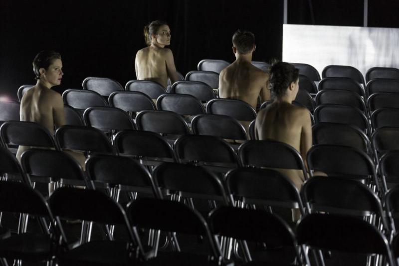 مشهد من «فجأة الليل» لفرقة «دوزيو» الفرنسية