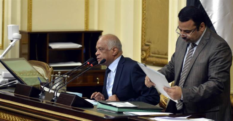 أثار النقاش في راتب السيسي ضجّة دفعت عبد العال إلى غلق باب المناقشة