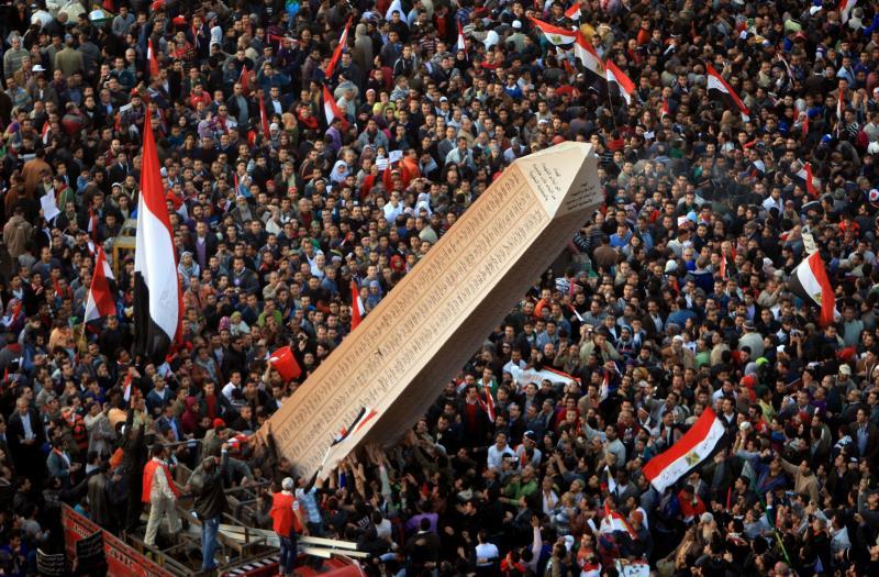القوى السياسية «القديمة» وعناصر الثورة «الجديدة» كلّ منها تعيش في خيامها الخاصة