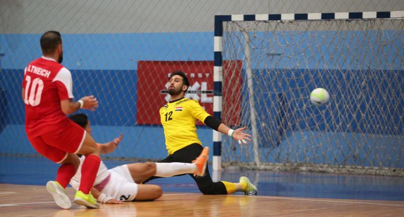 لاعب منتخب لبنان علي طنيش يسجّل في مرمى العراق