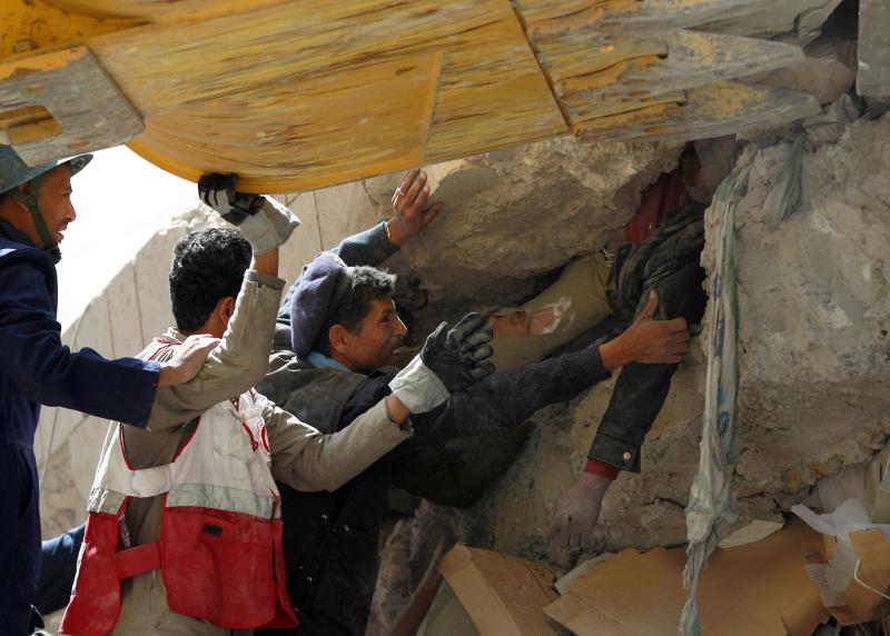 كثف العدوان من غاراته على القرى والأحياء في صعدة مرتكباً مجزرتين