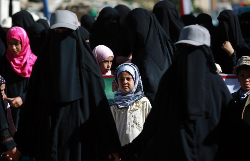 يجد التحالف السعودي أن آخر فرص الحفاظ على الحد الأدنى من سلطة هادي بدأت تفلت من يده