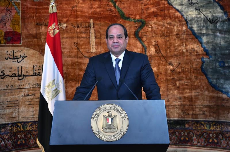 يضطر السيسي ومؤيدوه أحياناً إلى الاستجابة لضغوط أنصار مبارك