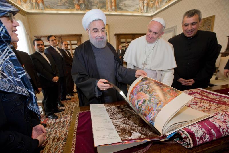 """بات واضحاً أن جميع الأفرقاء في إيران يتعاملون مع انتخابات مجلس الشورى وكأنها """"بروفا"""" للرئاسيات"""