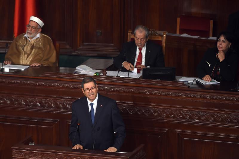 أعلن رئيس الحكومة مجموعة من القرارات خلال الإجابة عن استفسارات النواب