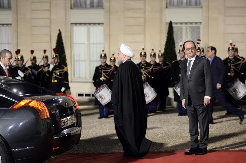 """حظي روحاني بتشريفات إضافية بينها مراسم عسكرية مع النشيد الوطني في ساحة """"ليزانفليد"""""""