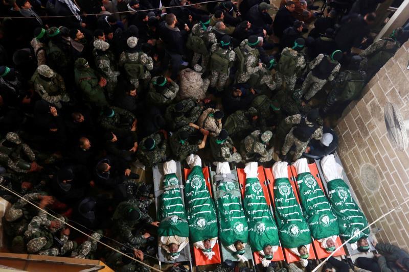 شهدت جنازة الشهداء مشاركة فصائلية متنوعة ومواكب عسكرية
