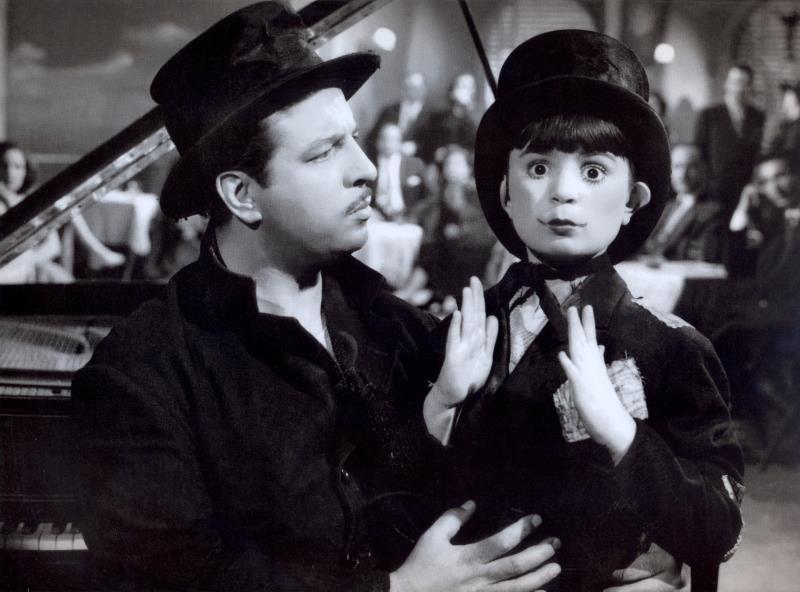 فيروز وأنور وجدي في فيلم «دهب» (1953)