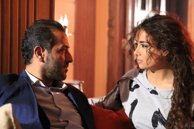 عبد المنعم عمايري وكندا حنّا في مشهد من العمل