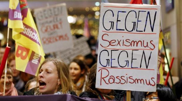 «ضد التحرّش، ضد العنصرية» في إحدى تظاهرات كولونيا