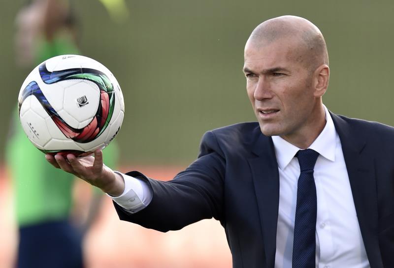 """أوتمار هيتسفيلد: """"تعيين زيدان مدرباً لريال مدريد قرار مجنون"""" (أ ف ب)"""