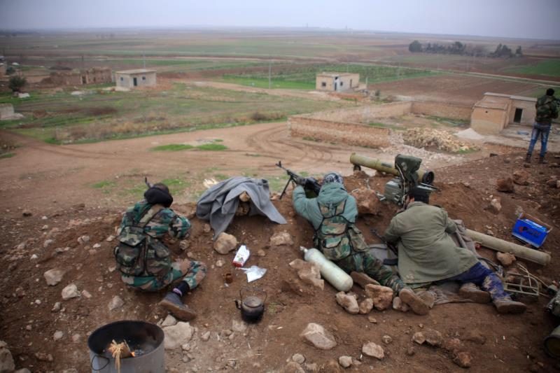قوات الجيش السوري في النجارة في ريف حلب أمس