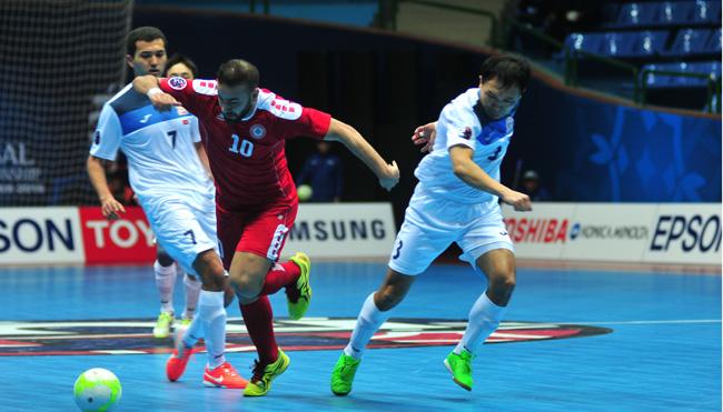 لاعب منتخب لبنان علي طنيش يتخطى لاعباً من قيرغزستان