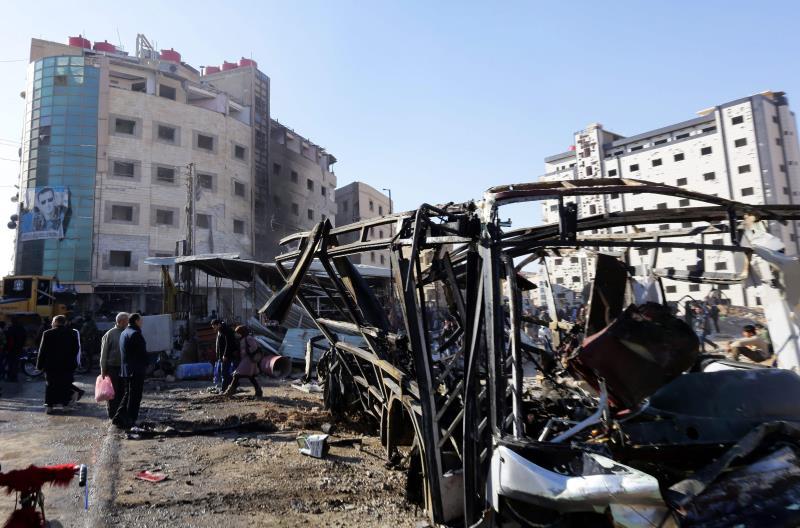 أكثر من 50 شهيداً، بعد 3 تفجيرات تبنّاها «داعش» في منطقة السيدة زينب، أمس