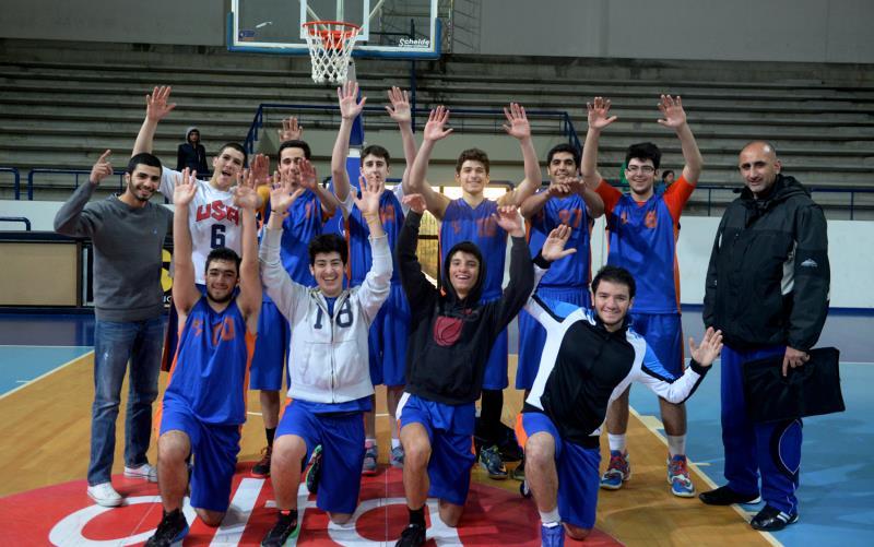 فريق سيدة الجمهور بطل كرة السلة (98/99)