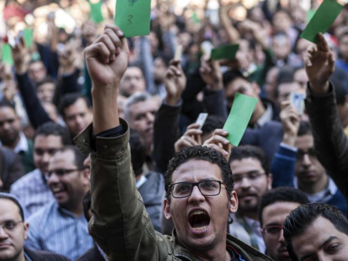 الأطباء يستعيدون أيام «يناير»: مطالبة بإقالة وزير الصحة وإضراب جزئي | إضراب في السجون لسوء المعاملة... وملف «النهضة» إلى التأجيل مجدداً