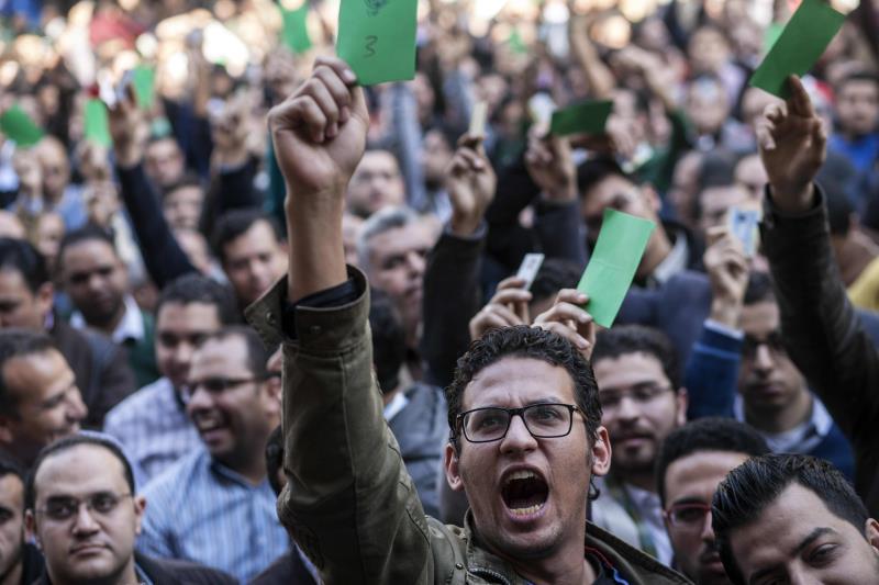 جرى التصويت بحضور 13 ألف طبيب ومئات المتضامنين عبر رفع كارت أخضر للموافقة