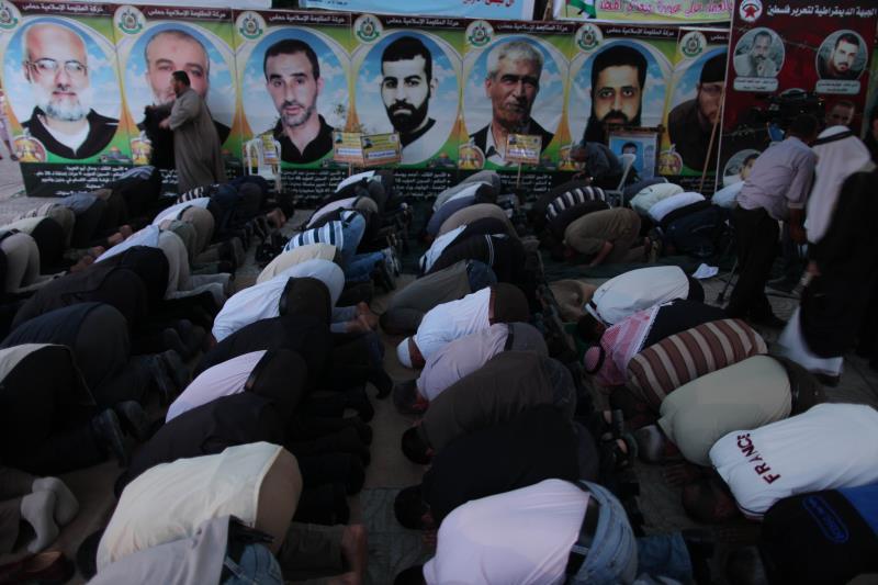 صلاة من اجل الاسرى غزة بعد العداون تصوير (رهام الغزالي)