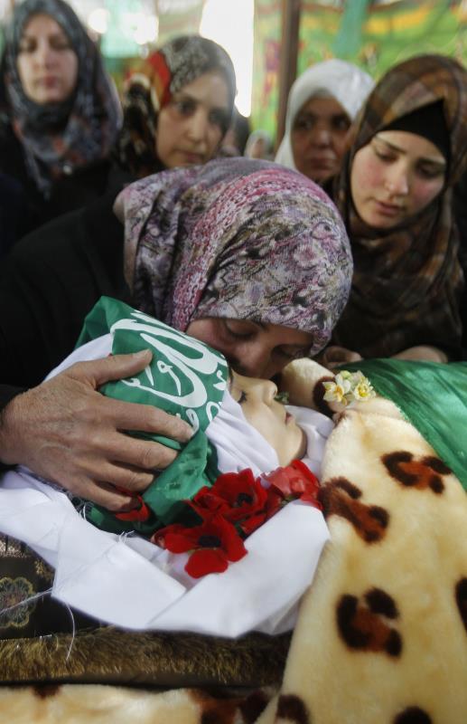 قتل أطفال وشهيدة بحجة إطلاقهم رصاصاً على الجنود أو محاولات طعن