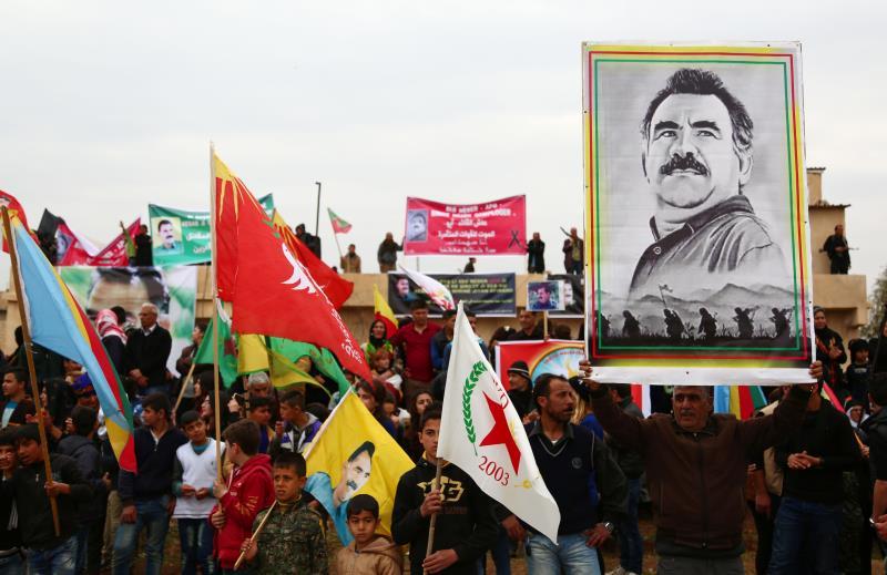 من تظاهرة في القامشلي إحياءً للذكرى الـ17 لاعتقال عبدالله أوجلان