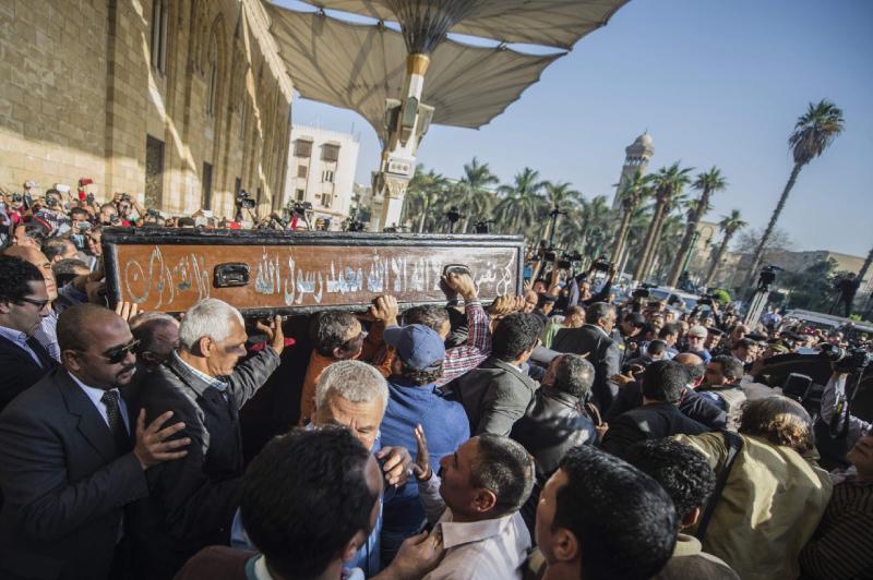 خلال تشييع الكاتب الكبير بالأمس في القاهرة