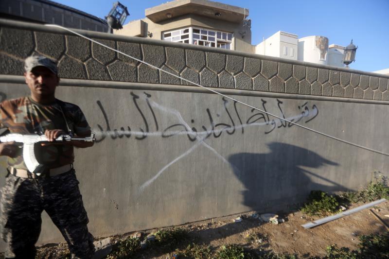 أعلنت وزارة الدفاع المباشرة في تنفيذ مشروع سور بغداد