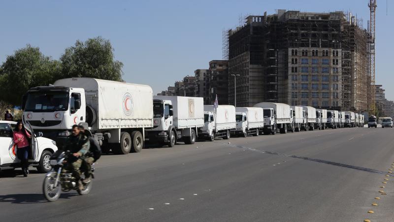 قبل انطلاق قوافل المساعدات من دمشق إلى مضايا والزبداني أمس