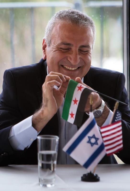 من مؤتمر صحافي للمعارض كمال اللبواني في القدس المحتلّة حول إقامة «منطقة عازلة على الحدود السورية الإسرائيلية»
