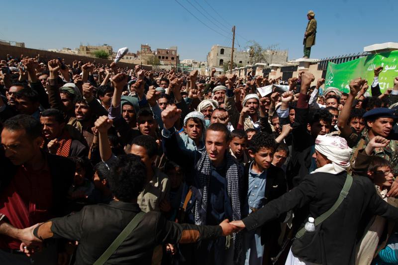 """تحت شعار حملة """"تحرير مأرب"""" احتشد الآلاف من اليمنيين في تظاهرة في صنعاء"""