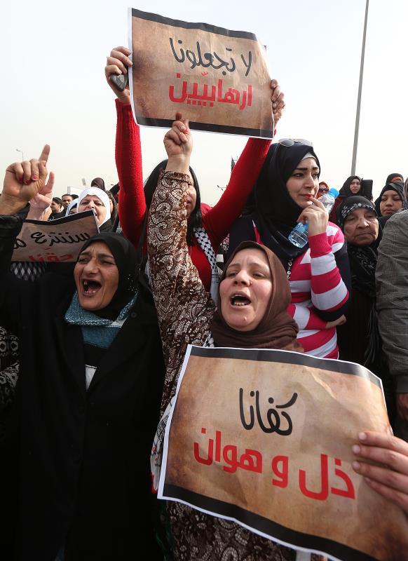 إعتصام اللاجئين الفلسطينيين أمام الأونروا