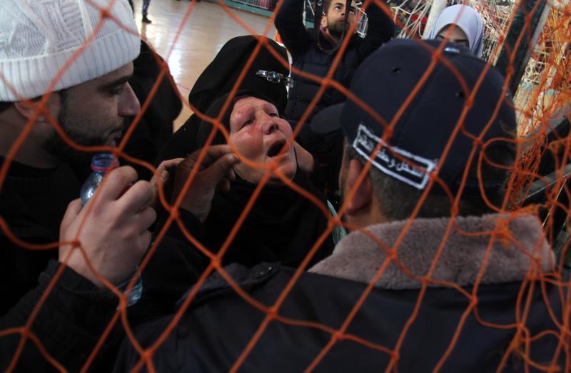 مشهد من معبر رفح على الجانب الفلسطيني( تصوير عبدالرحيم الخطيب - آي بي ايه)