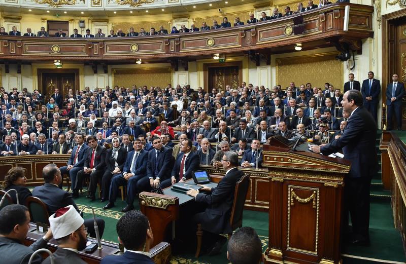 لم يقتصر الأمر على مجلس التصفيق لقرارات الرئيس ولكنه تحول إلى ديكور