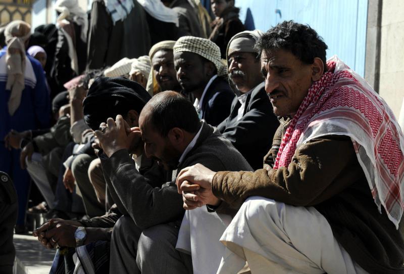 يعوّل هادي والسعودية على تعيين الأحمر في نيل تأييد قبائل صنعاء والقادة العسكريين البارزين فيها