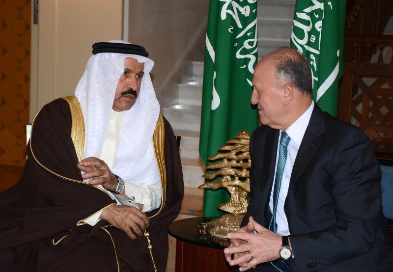 المشنوق رداً على ريفي: الحريري رفض الاستقالة