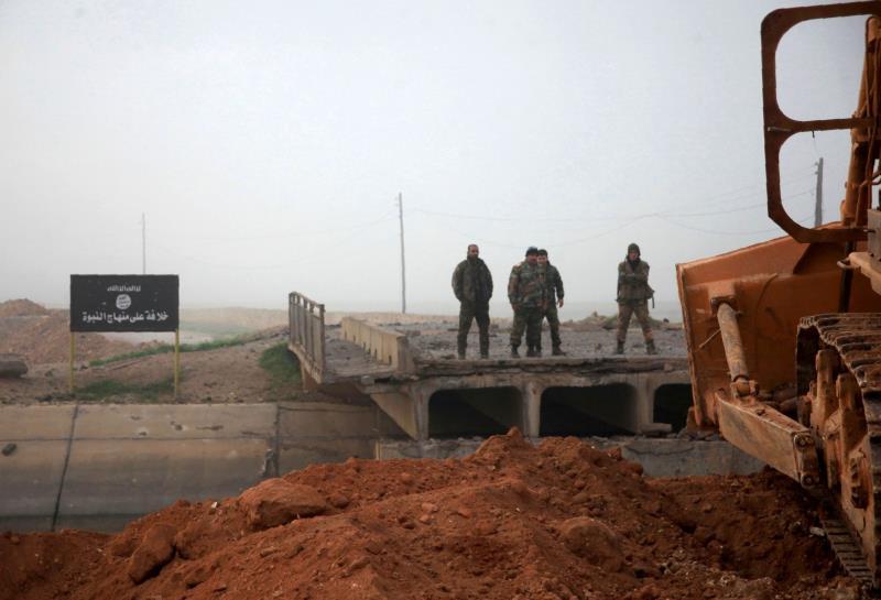 دمّر الجيش 3 آليات مفخخة قبل وصولها إلى رسم النفل