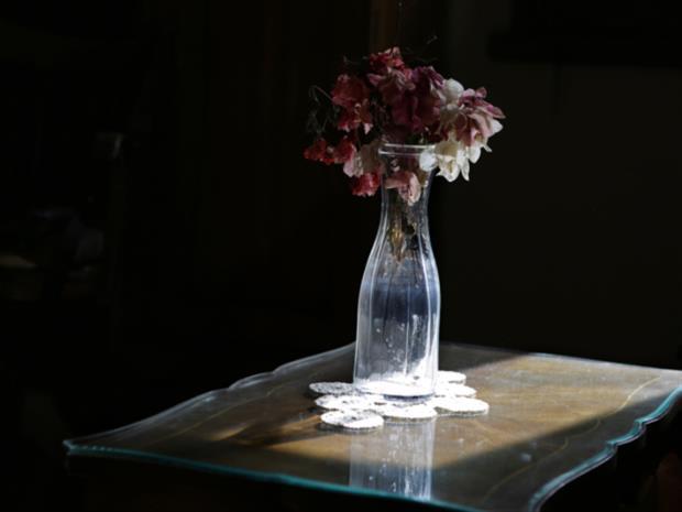 حول معرضها القاهري: رندا شعث قصائدها على الحائط