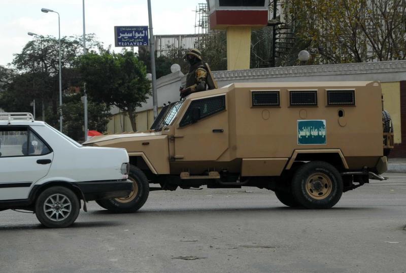 قتل وأصيب ثلاثة من الشرطة في تفجير مدرعة في العريش أمس