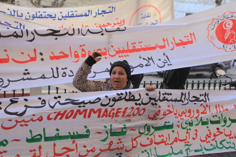 يعمل أكثر من 75% من الشبّان التونسيين، ما بين 15 و29 عاماً، في التجارة الموازية