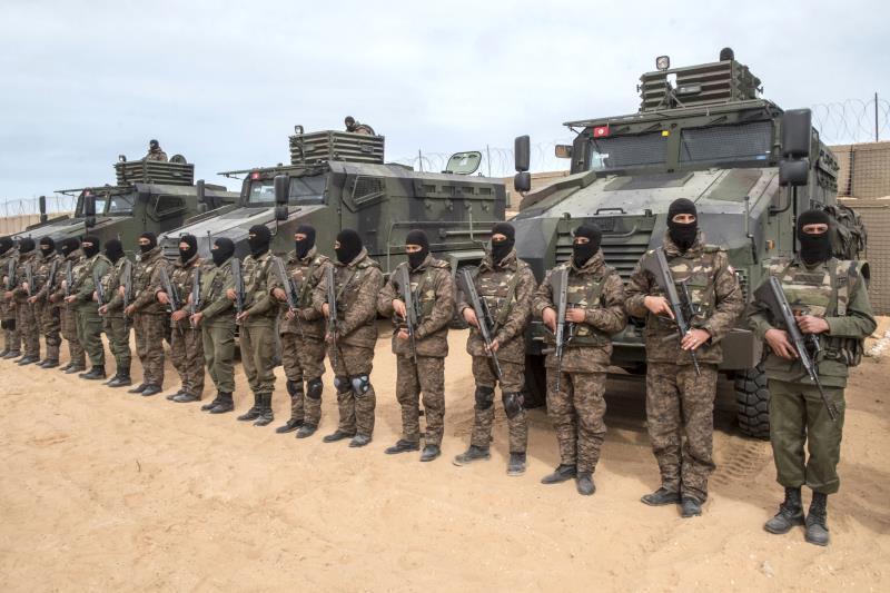 استكملت السلطات التونسية بناء الجدار الترابي على طول الحدود مع ليبيا، ضمن خطّتها لتعزيز المراقبة ومكافحة الإرهاب والتهريب