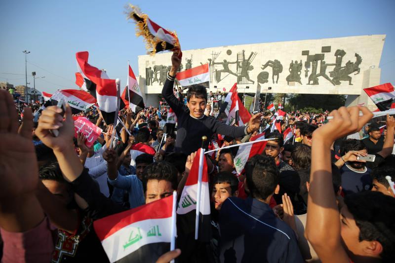 """شارك أنصار """"التيار الصدري"""" من مختلف المناطق في التظاهرة التي رافقتها إجراءات أمنية مشددة"""