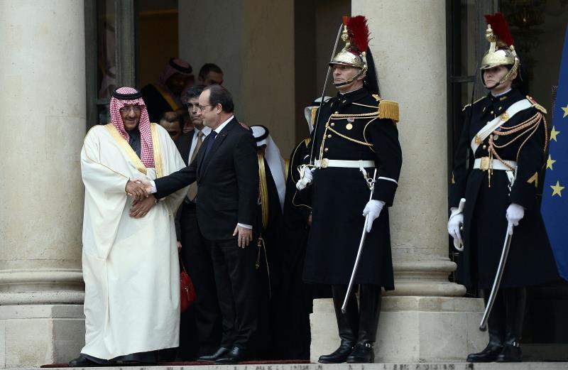 لم يلقَ منح الأمير السعودي وسام الشرف الفرنسي أصداءً جيّدة في فرنسا